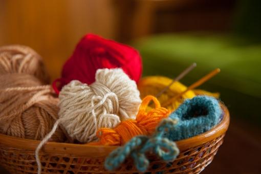 毛糸 毛糸玉 編み物 かぎ針 かぎ針編み 鈎針 鈎針編み 冬 インテリア 雑貨 ホビー 趣味 ほっこり 室内 部屋 材料 素材 ウール 毛 アクリル 羊毛 手芸 ハンドメイド 手作り 作家 手仕事 小物