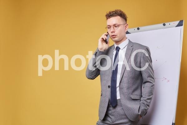 ホワイトボードとビジネスマン25の写真