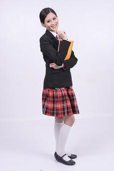 女性 外国人 モデル 美人 若い 制服 ブレザー スクール 学校 教育 面接 スーツ ビジネススーツ ネクタイ きっちり まとめ髪 上品 笑顔 ポーズ ハイソックス タータンチェック 赤いスカート スカート チェック柄 パンプス 白い靴下 ノート 美術 mdff037