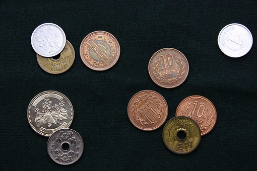 裏 表 10円 5円 601円 黒 10円4枚 5円1枚 硬貨 金 小銭 日本円 日本 ジャパン おつり 銅 黄銅 5種類 マネー コインが9枚 9 コイン ブラウン ゴールド