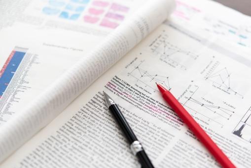研究 論文 勉強 しらべる サーチ 調査 ビジネス 赤ペン ペン 本 文献 グラフ マーケティング 大学 博士 先生 生徒 発見 頭脳 スマート 統計 図 英語 テーマ リサーチ