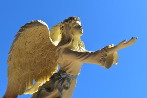 天使 てんし エンジェル angel 綺麗 美しい 素敵 愛 あい 受け取る 優しさ 羽 羽根 はね 小物 置物 妖精 神秘的 差し伸べる 手 手を差し伸べる ヒーリング 癒し ヒーラー 好き 可愛い かわいい カワイイ 願い 奇跡 幸せ ハッピー 背景 テクスチャ 壁紙 イメージ 素材 空 青空 晴天 光 日光 太陽の光 太陽 真っ青 天気 快晴 飛ぶ 空を飛ぶ 繋がる つながる