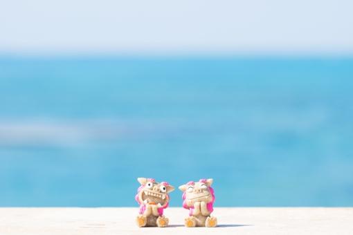 シーサー 素材 ビーチ 砂浜 青空 スカイブルー 沖縄 海 南国 トロピカル リゾート 海水浴 夏休み 夏 真夏 常夏 観光 波 グラデーション バケーション オーシャン 休暇 美しい パンフレット 旅行 きれい 楽しい 遊ぶ 風景 背景 青い海 エメラルドグリーン コバルトブルー 爽やか 入道雲 沖縄旅行 旅 おきなわ 沖縄県 サマー 白 白色 自然素材 背景素材 自然 壁紙 オキナワ 青 青色 7月 8月 砂 快晴 空 夏季 琉球 光 景色 コバルト エメラルド ブルー