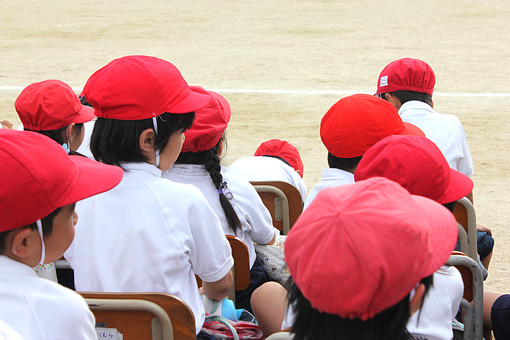 運動会 うんどうかい 大会 競技会 競技大会 体育祭 体育 発表 競争 人物 子供 小学生 小学校 行事 学校 学校行事 体育行事 スポーツ大会 大運動会 体育大会 スポーツフェスティバル 体育学習発表会 赤白帽 紅白帽 整列 観戦