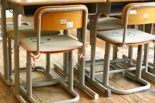 学校 小学校 中学校 高校 椅子 机 教室 給食 授業 勉強 校舎 学習 生徒 児童 学生 入学 卒業 新学期