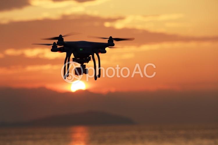 ドローン 小型無人機 夕日の写真