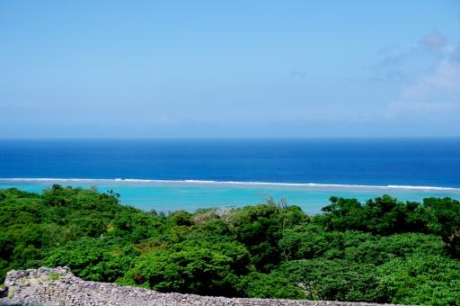 沖縄 ヤンバル 今帰仁城 海 空 森 青 緑