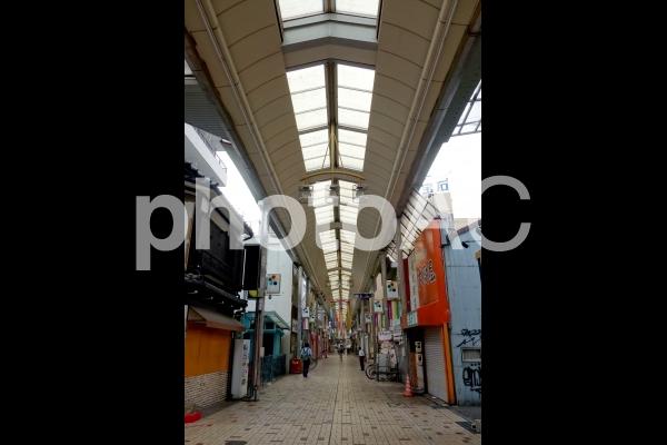 日本 愛知 名古屋 朝の大須商店街の写真