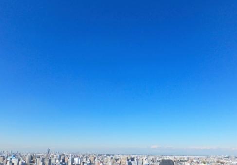 街と青空1の写真