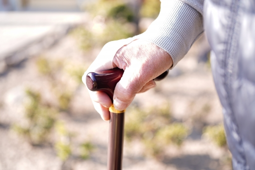 「フリー素材 杖 おばあちゃん」の画像検索結果