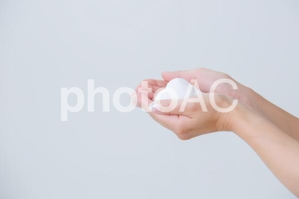 泡を持つ女性の写真