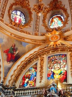 教会 ステンドグラス 窓 カラフル 神 キリスト ガラス 建物 金 フレーム 海外 外国 メキシコ