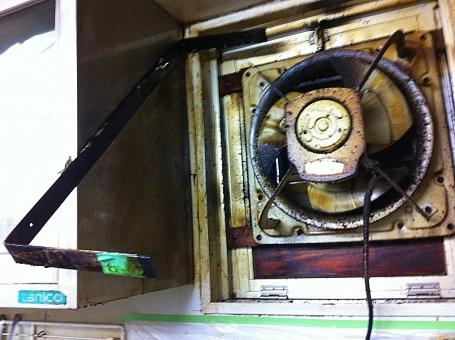 換気扇 換気扇清掃 清掃前 業務用換気扇 クリーニング 換気扇クリーニング