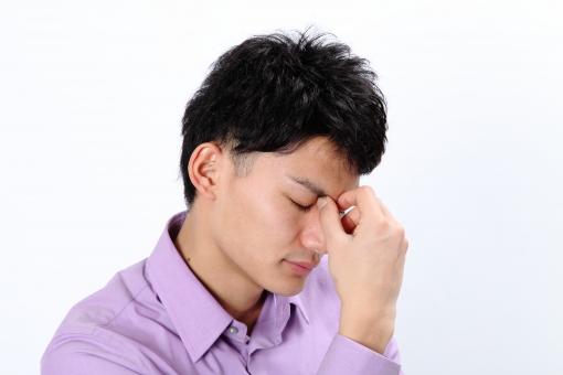 人物 生物 人間 男性 若い 青年 アジア アジア人 日本 日本人 ポーズ モデル カジュアル ラフ バストアップ 上半身 ボディランゲージ 示す 伝える 意志 コミュニケーション 手 アピール  考える 悩む 憂う 頭痛 体調 目 疲れ mdjm002