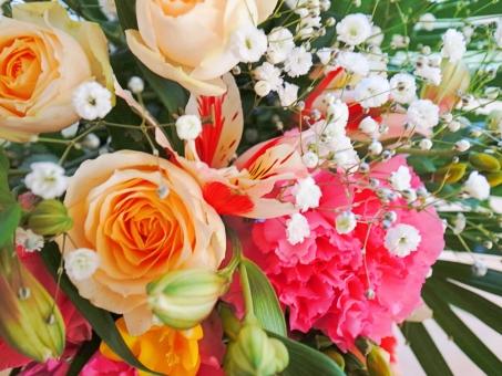 花束 バラ カーネーション アルストロメリア 百合水仙 カスミソウ ピンク オレンジ 黄色 白 赤 緑 プレゼント 贈り物 記念日 誕生日 お祝い 花 植物