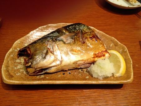 サバ 鯖 さば 塩焼き 焼き物 焼き魚 皿 テーブル 食べ物 食品 料理 調理 グルメ れもん レモン 檸檬 大根おろし 肴 魚 鮮魚 風景 景色 青魚