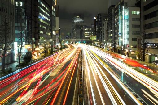 光跡 車 道路 東京 東京都 銀座 昭和通り ビル ビル群 日本 交通 オフィス オフィス街 ビジネス街 ビジネス 配送 経済 活動 運搬 物流 乗り物 建築 建築物