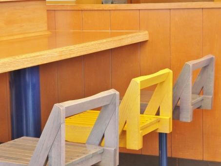 カウンター カウンターテーブル テーブル イス 椅子 いす カウンターチェア カウンターチェアー カントリー ナチュラル家具 ナチュラル シンプル 木製 木 洋風 カフェ ティータイム 木目 家具 インテリア 雑貨 食事 休憩 黄色 ブルー 青 イエロー ファーストフード 店 店内