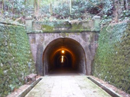 トンネル 林道 心霊 心霊スポット 背景 背景素材 バックグラウンド 山道 遺物 肝試し 恐怖 霊感