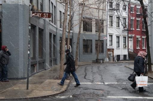 ゲイ 海外 道 ストリート アメリカ ニューヨーク 同性愛 USA 合衆国 ロード 人 徒歩 交通 道路 ビジネスマン 買い物 客 外国 海外 建物 家 ゲイ・ストリート 建築 冬 寒い 極寒 観光 旅行
