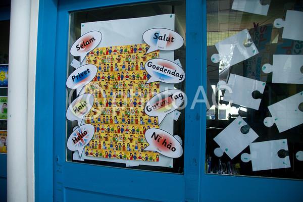 海外の教室ドアの写真
