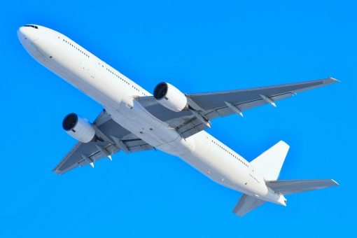 迫力 ボーイング b777-300 トリプルセブン 青空 ビジネス 出張 仕事 b777 ジェット機 年末年始 帰省ラッシュ uターンラッシュ 連休 日本 国内 乗物 乗り物 飛行機 旅客機 フライト 移動 輸送 空 雲 晴れ 頭上 見上げる 見あげる 風景 景色 景観 晴れやか 爽やか 旅行 トラベル 交通 離陸