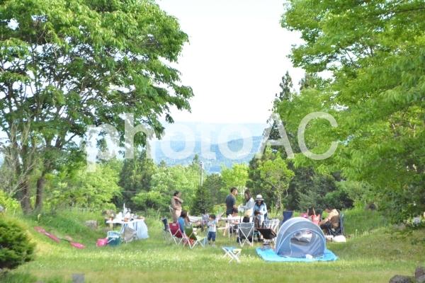 キャンプのバーベキューの写真