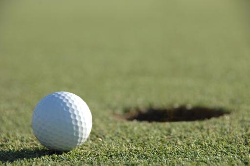 ゴルフ ゴルフボール グリーン カップ カップイン ホール 穴 アウトドア 芝生 芝 パター 入る ホールインワン スポーツ ボール 趣味 サラリーマン 接待