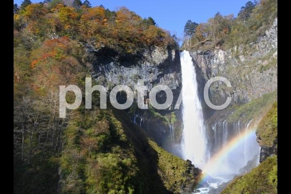 華厳の滝と虹の写真