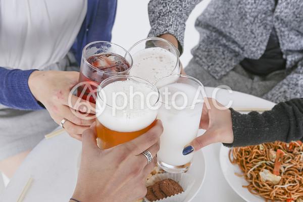 パーティーを楽しむ若者たち 乾杯89の写真