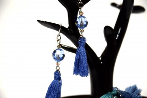 ピアス タッセル 刺繍糸 糸 紐 組紐 ピアスツリー ツリー 耳飾り ハンドメイド 手作り ハンドメイド作家 世界に一つだけ 世界に一つ 世界に1つ アクセサリー ビーズ 9ピン tピン ピン タッセルピアス 手作りピアス