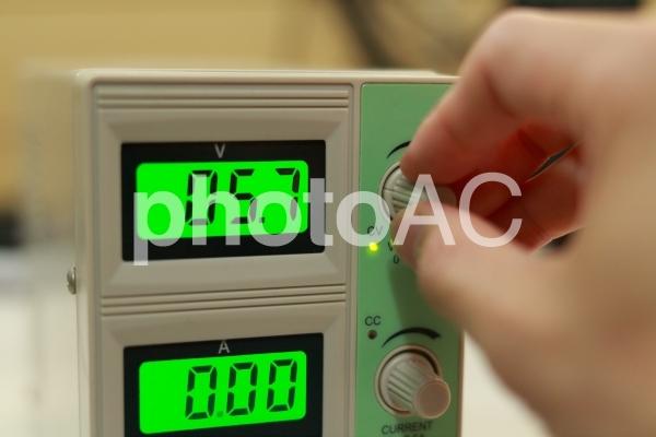 安定化電源操作の写真