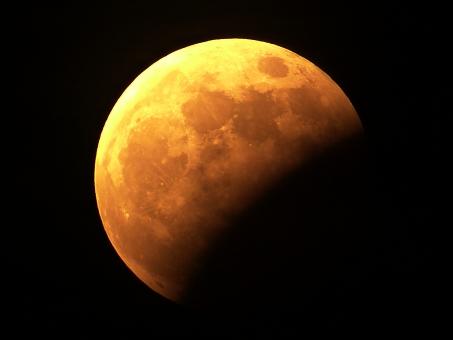 部分月食(月齢15.4)の写真