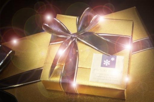 ラッピング プレゼント 贈り物 リボン りぼん キラキラ きらきら パッケージ クリスマス バレンタイン 誕生日 誕生日プレゼント クリスマスプレゼント ゴールド 金色 包装 光 喜び ギフト ギフトボックス 記念日 サプライズ