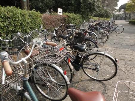 自転車 放置 駅前 障害 邪魔 駐輪 停める 駐輪場 迷惑 屋外 自転車置き場 妨げ 雑然