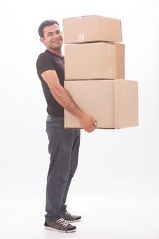 ダンボール 箱 段ボール 荷物 梱包 小包 段ボール箱 複数 積む 無人 白背景 白バック 輸送 引っ越し 引越し 運送 収納 荷造り 宅急便 四角 長方形 屋内 紙 板紙 ペーパー 運ぶ 持ち上げる 男性 男 人 ジーンズ 黒色 Tシャツ mdfm039