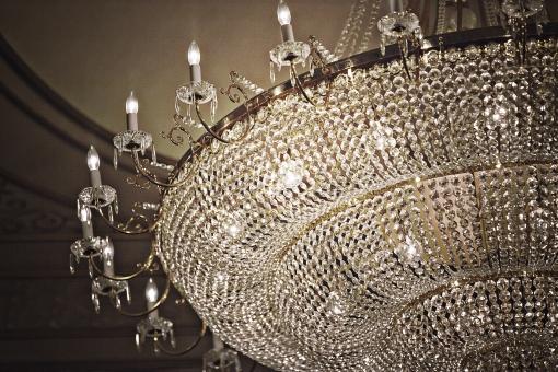 ホテル 会場 披露宴 ウェディング Wedding ウエディング 結婚式 パーティー 室内 屋内 部屋 宮殿 シャンデリア 明かり 照明 輝き キラキラ 外国 洋風 西洋風 おしゃれ インテリア 広間 大広間 豪華 ゴージャス 高級 上品