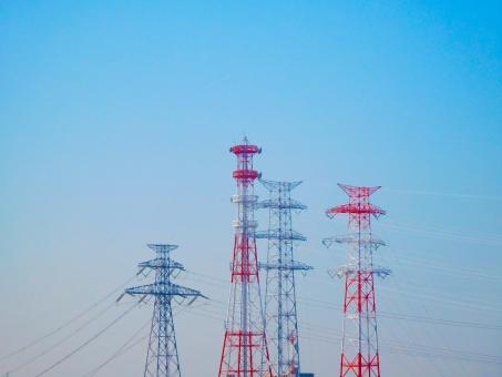 鉄塔 送電鉄塔 送電 電気 青 青空 赤 白 高圧鉄塔 高圧 危険 鉄製 骨組み 建造物 鉄柱 送電線 送電 鉄 スティール 高い 鉄筋 鋼鉄 エレクトリック 送電所 電線塔 ケーブル 接続 送る
