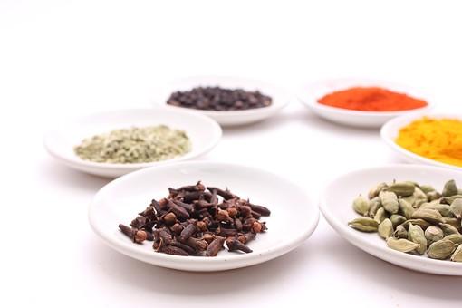 スパイス 調味料 香辛料 香料 食べ物 食材 乾燥 グリーンカルダモン  フェンネル クローブ  ブラックペッパー ターメリック チリパウダー ペッパー 唐辛子 辛い  たくさん 沢山