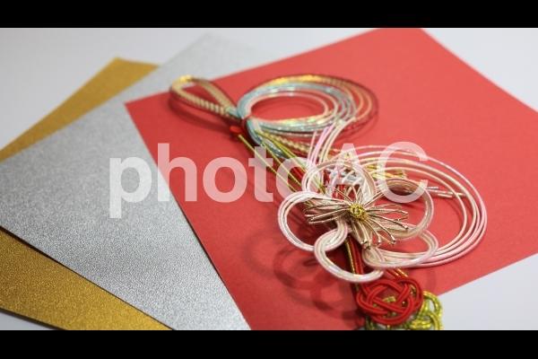 水引と金銀赤バックの写真