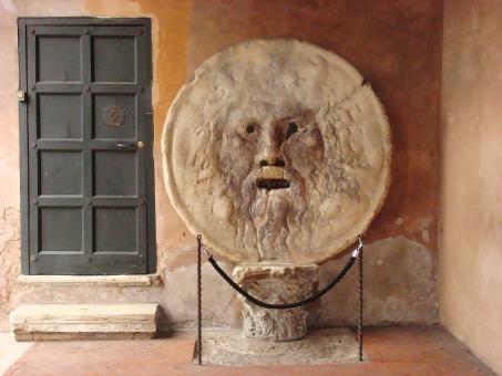 真実の口 サンタ・マリア・イン・コスメディン教会 ローマ イタリア ローマの休日 映画 オードリー・ヘップバーン ポセイドン 教会 観光 ヨーロッパ 旅行