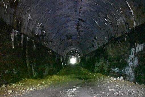 トンネル 入口の写真