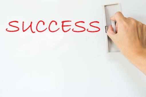 成功 サクセス ビジネス ホワイトボード 消す 道具 ツール 勉強 学習 会社 成長 努力 字 文字 ワード 英語 セミナー 講習会 講師 先生 ティーチャー