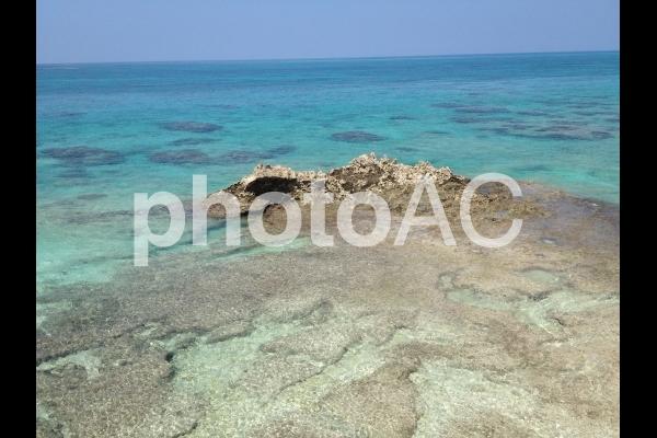 宮古島の美しい青い海と空の写真