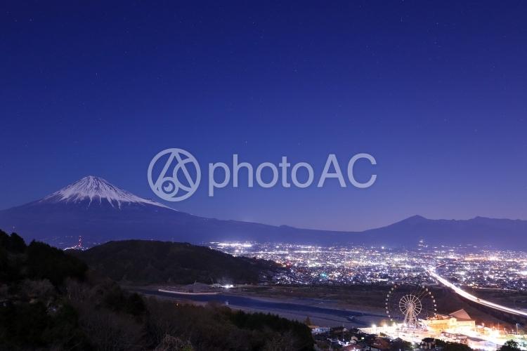 富士山と富士市の夜景の写真