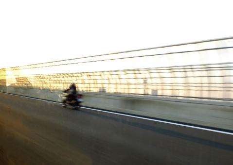 バイク 高速道路 スピード スピード感 スピードぶれ 疾走 早急に 迅速 高速運輸 間に合う 間に合わせる 運送 急ぐ hurry up speed ツーリング 旅行 一人旅