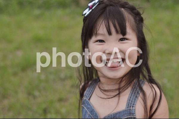笑顔の子供の写真