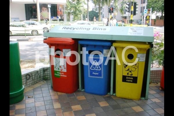 シンガポール街角ゴミボックスの写真