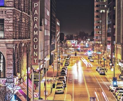 自然 風景 スナップ 環境 景色 旅行 旅 文化 土地 観光 広い 散歩 屋外 余暇 癒し 近代的 おしゃれ きれい 美しい 夜景 ネオン 街灯 光 照明 明かり アメリカ 外国 海外 ストリート 大通り ビル