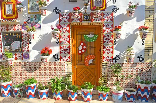 外国風景 外国 海外 スペイン ヨーロッパ  バレンシア バレンシア地方 アリカンテ  地中海 リゾート   観光地 旅行 観光  風景 景色 名所 空 青空  スペインの町並み カラフル 白壁 陽気な 店 プランター ガーデニング 扇 扇子 センス タイル 模様 写真 ドア 入り口